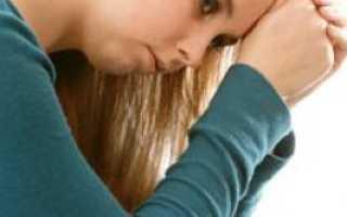 Розовые выделения у женщин: причины появления симптома